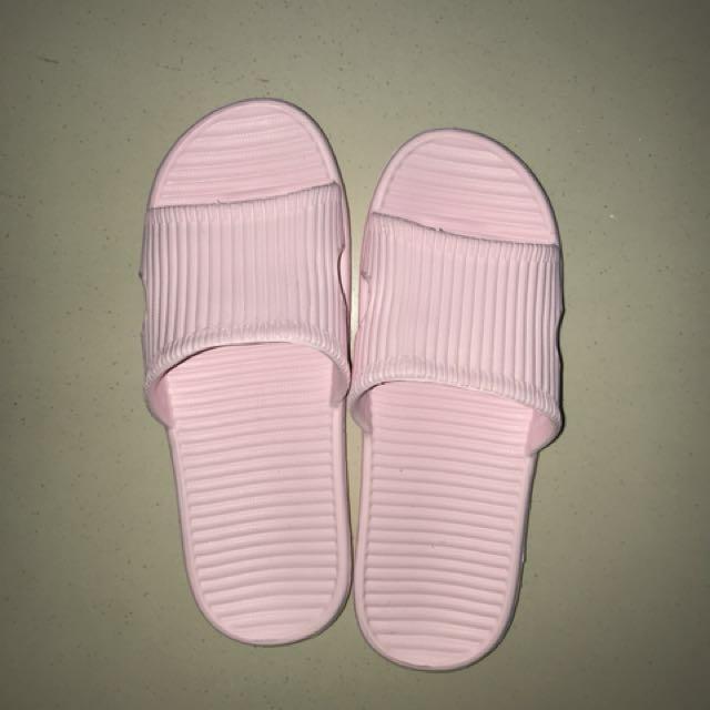 New miniso sandal