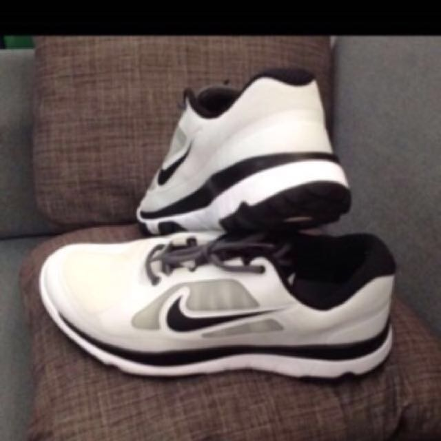 NIKE ( authentic) size 9.5