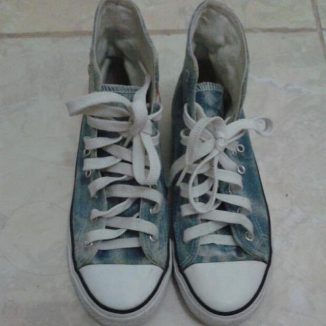 Sepatu kets Uniqlo