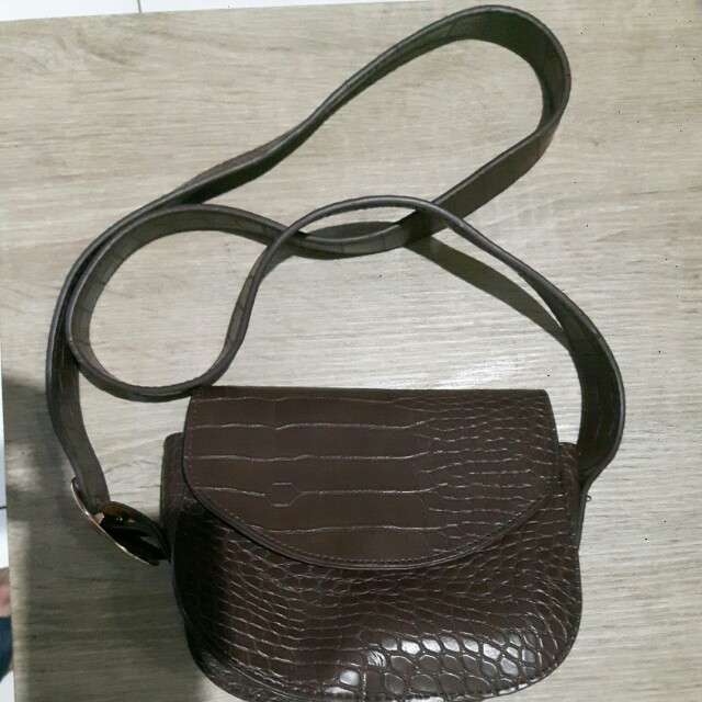 WWW sling bag (sm)