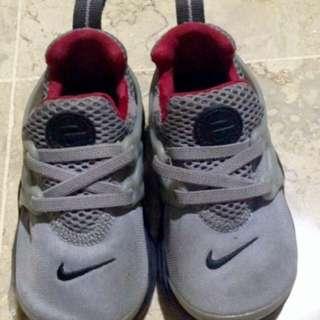 Sepatu nike kids original