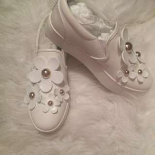 MARC JACOBS white flower shoes