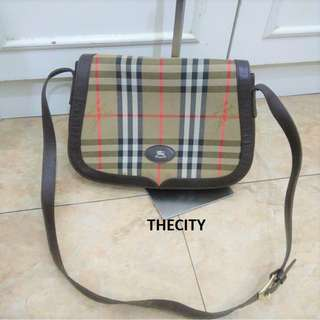 AUTHENTIC BURBERRY SMALL SLING MESSENGER BAG