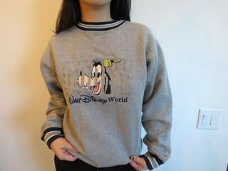 Vintage Disney pull pver sweater
