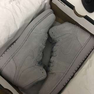 Jordan 1 - Wolf Grey - Size 6 Youth - Fits Size 7 Women