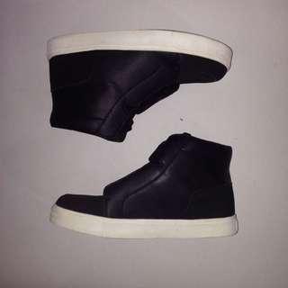 H&M Divided Black Hi-cut Sneakers