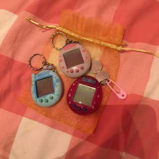TAMAGOTCHIS (with batteries)