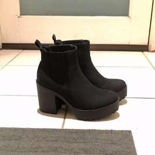 Betts Conrad Size 6 (black high heel boots)