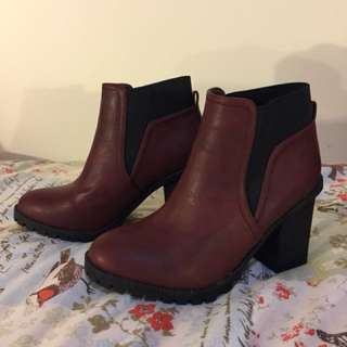Lipstick boots size 8 NEW