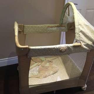 Mini playpen/crib