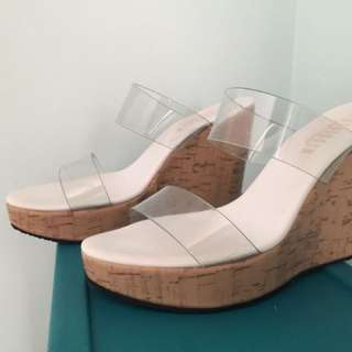 Women's wedges / sandals / heels / slippers   (Size 6)