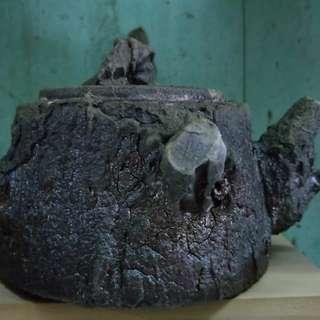 穀雨陶出品的柴燒仿樹壺