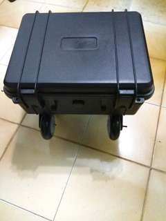 Scooter rear box with bracket