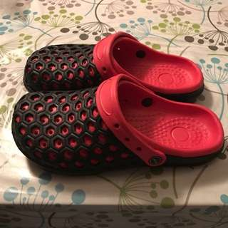Slippers/Sandals/Clogs