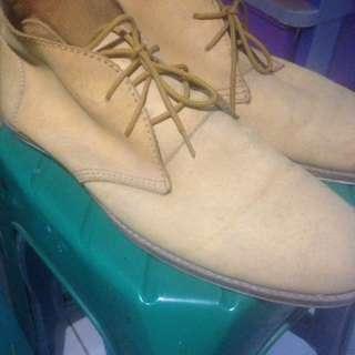 Sepatu sixpack