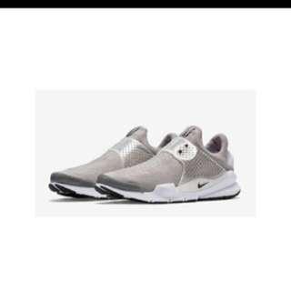 🚚 Nike sock dart 23 US4