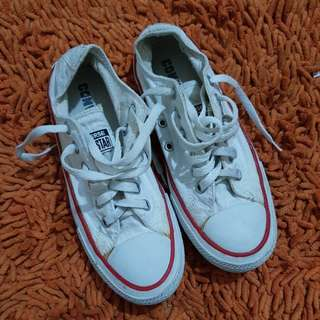 Preloved converse shoes white
