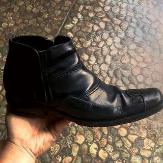 Sepatu vantopel mancung