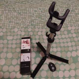 藍芽超輕便型三腳架自拍神棍 Three tripod with bluetooth remote shutter