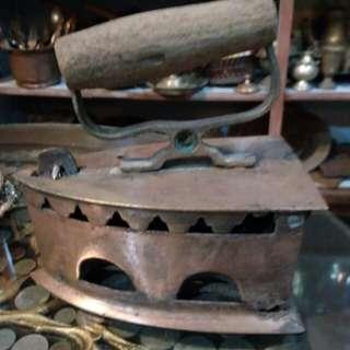 Seterika tembaga antik 1