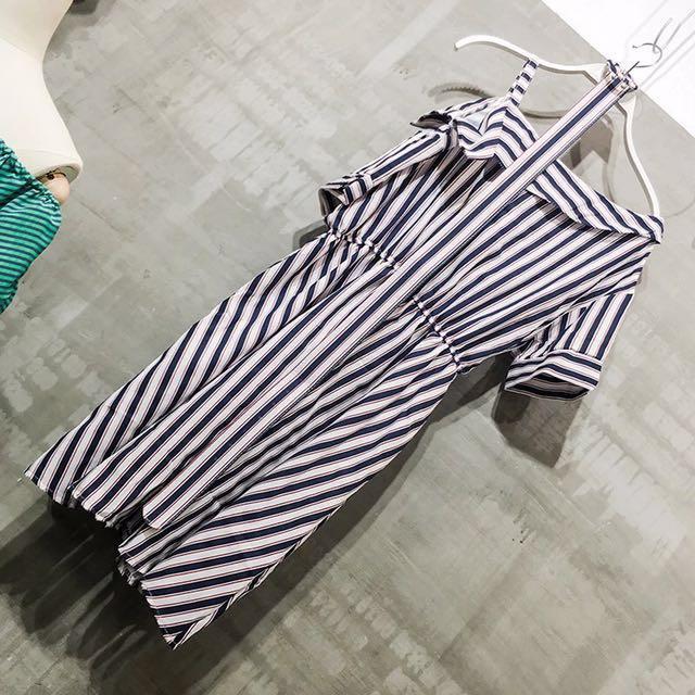 降-條紋斜露肩短裙