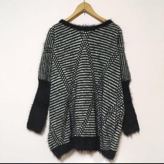 極新!黑 幾何條紋毛衣