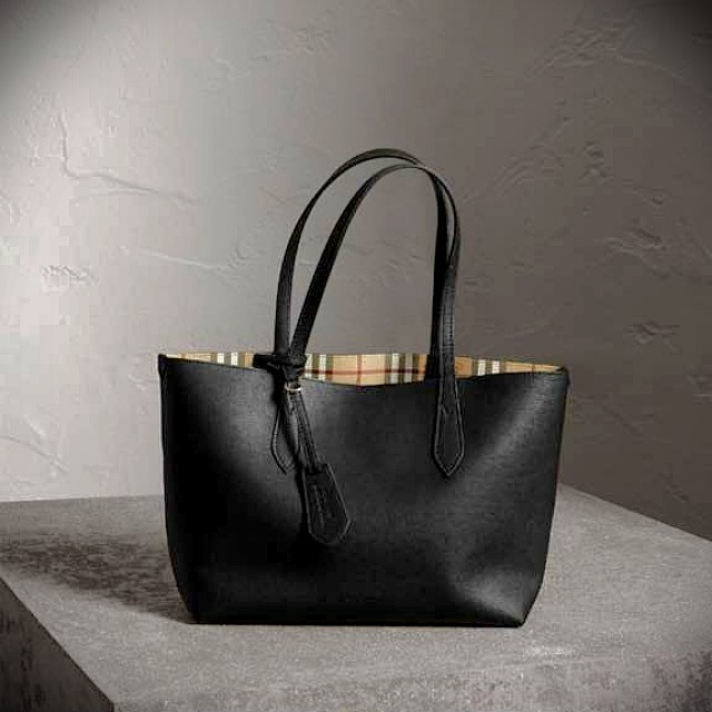 5b134169d4e2 Burberry The Small Reversible Tote in Haymarket Check and Leather ...