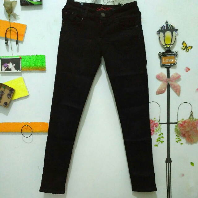 Celana Jeans Nineteen 19+ Hitam