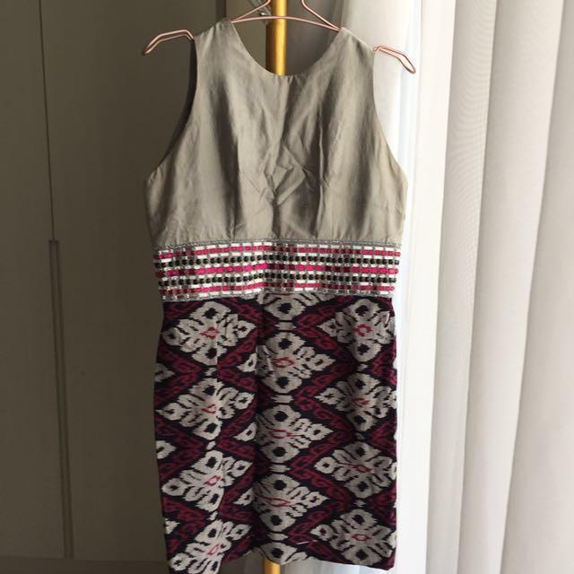 Dress motif etnik