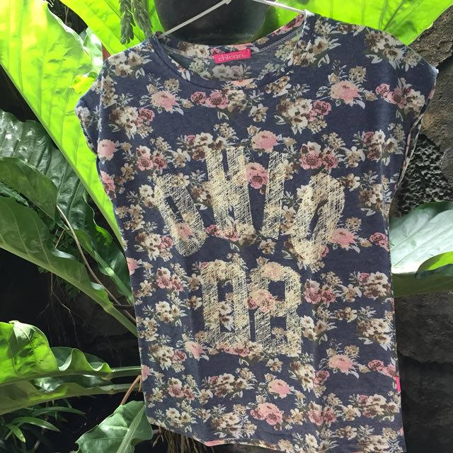 Floral tee chic girl