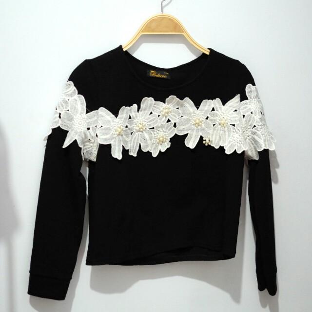 Flower pearl sweater