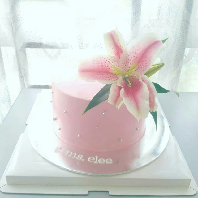 Peachy Fresh Flowers Birthday Cake Engagement Cake Food Drinks Funny Birthday Cards Online Elaedamsfinfo