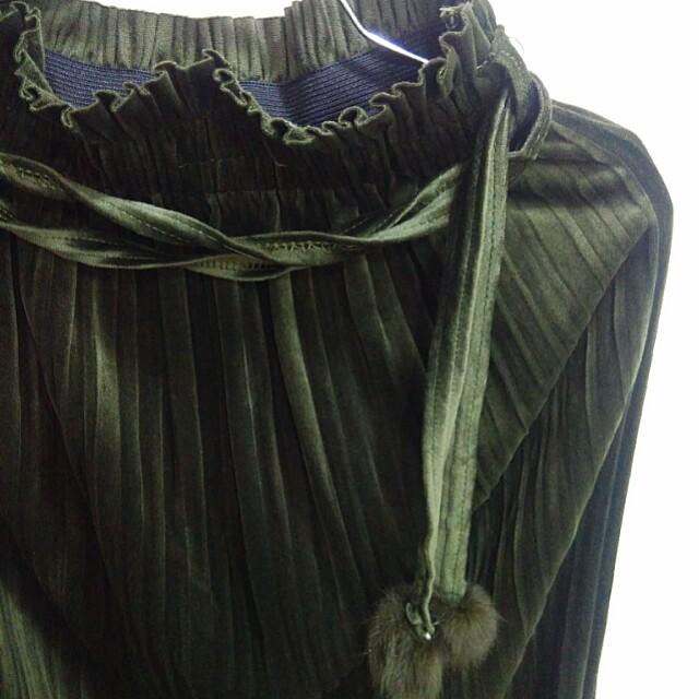 Green Velvet Pleated Midi Skirt from Teetoo