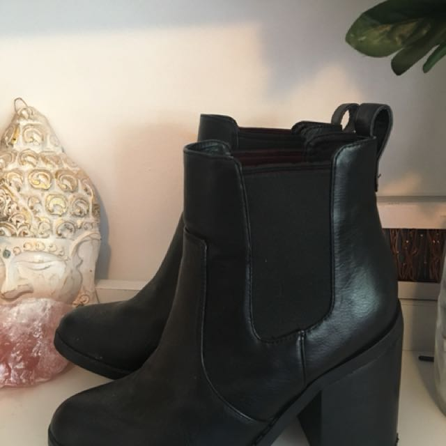 Heeled boots size 7