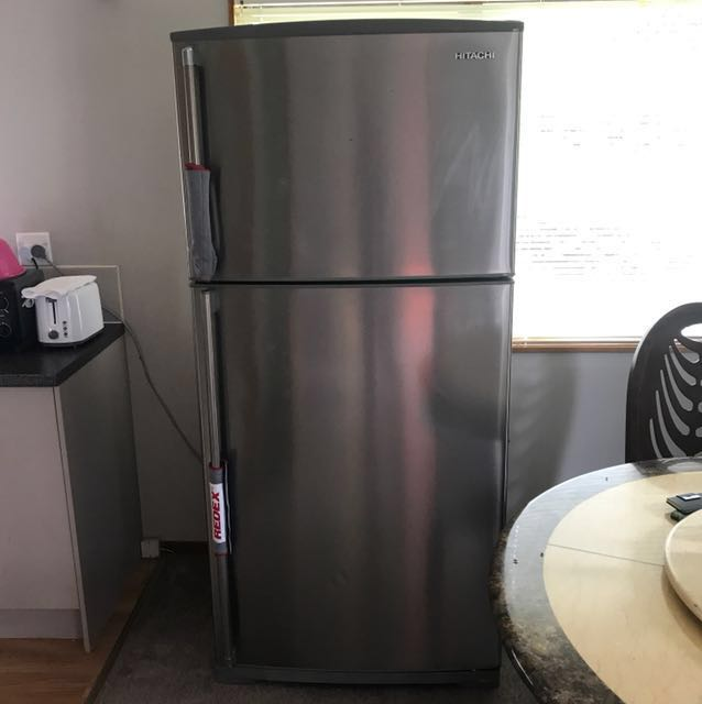 Hitachi fridge *Negotiable