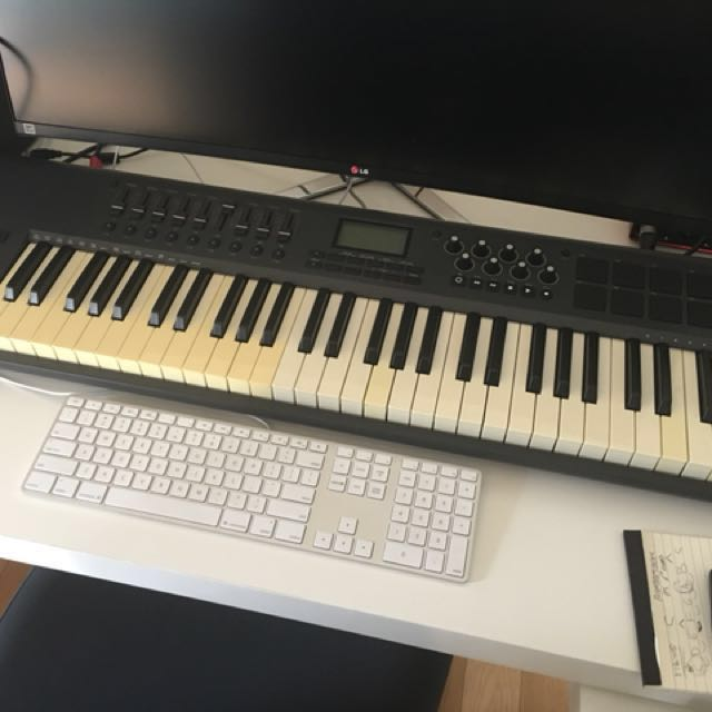 m audio axiom 61 midi keyboard soft synth music media music instruments on carousell. Black Bedroom Furniture Sets. Home Design Ideas