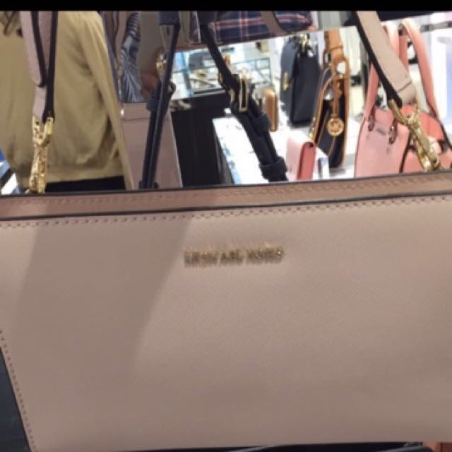 657a2e60930c Michael Kors Crossover Bag, Luxury, Bags & Wallets on Carousell