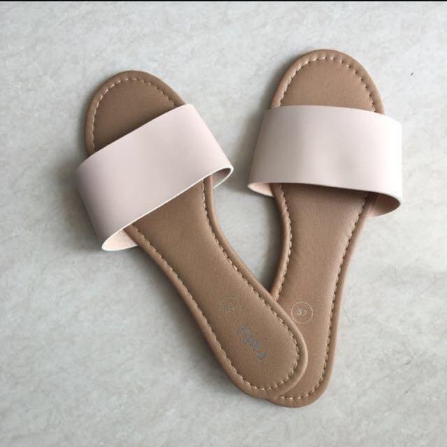 New Rubi sandal