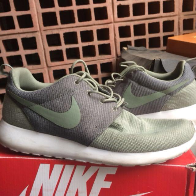 Nike roshe run green army