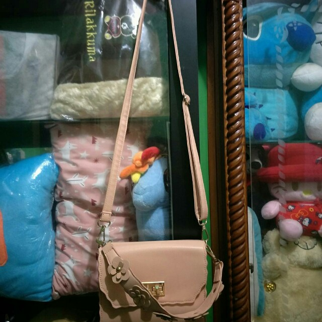 Pink slingbag