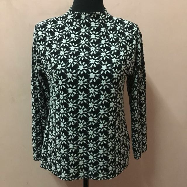Preloved Knitted Lace floral design closeneck longsleeve top