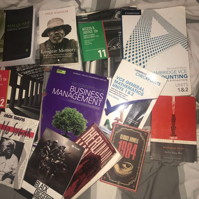 Selling units 1&2 and 3&4 Textbooks and English books