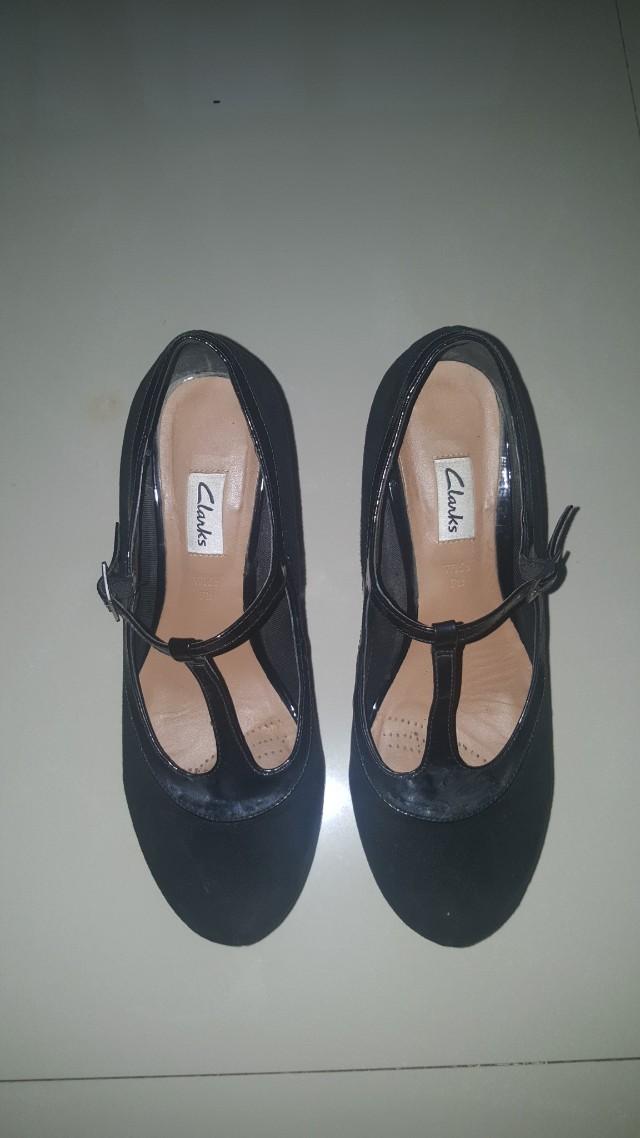 Sepatu Suede Clarks