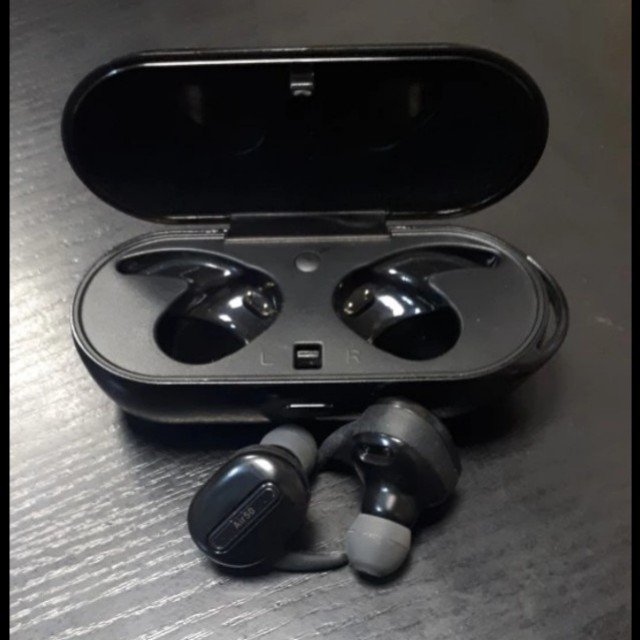 Truly Wireless BT earbuds