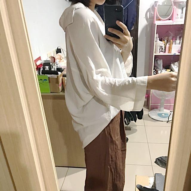 V領白襯衫