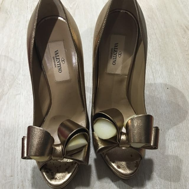 3bdb314f6b9 Valentino Gold Couture Bow Pump Size 36