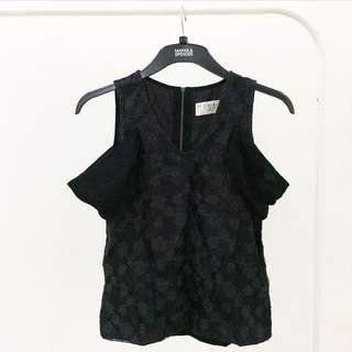 (x)s.m.l cold shoulder top