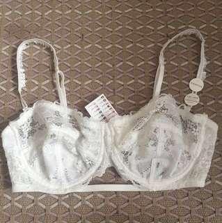 White bra/bralette