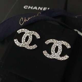 Chanel 大size銀色金屬水鑽耳環