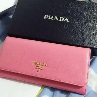 聖誕禮物!!全新 Prada 銀包 限時優惠  !!